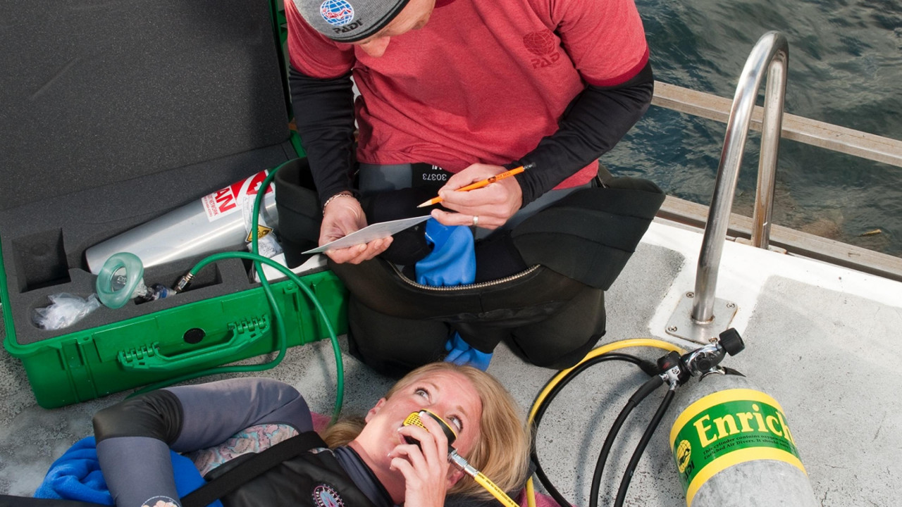 Photo of Emergency Oxygen Provider diving course.